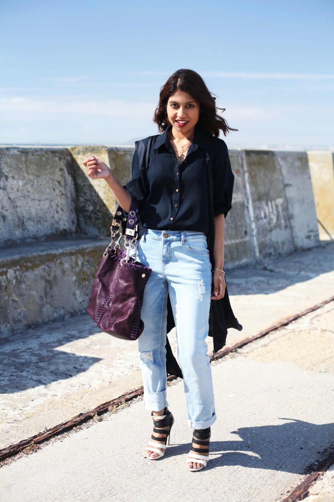 Fashion blog lookbook boyfriend jeans black shirt