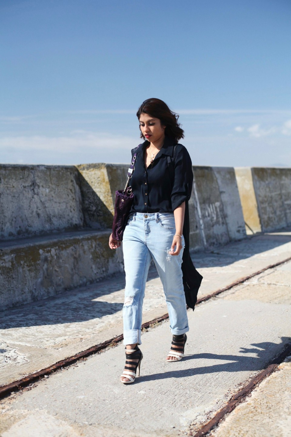 Fashion blog lookbook with boyfriend jeans and black shirt